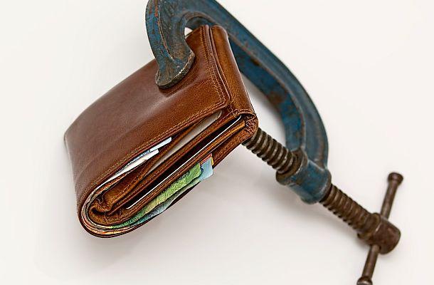 Mladí lidé mají více problémů se splácením krátkodobých dluhů