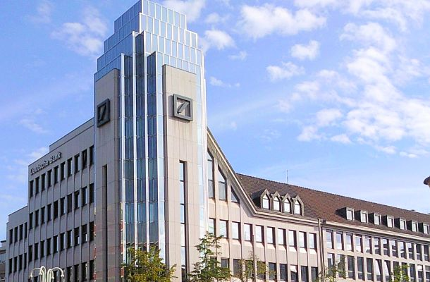 Regulátoři z Británie a USA udělili Deutsche Bank velkou pokutu