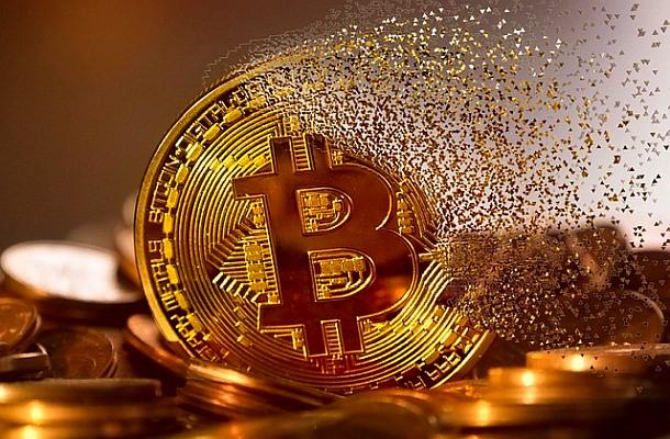 V boji o bitcoin cash ztratily všechny kryptoměny, XRP ale předstihlo Ethereum