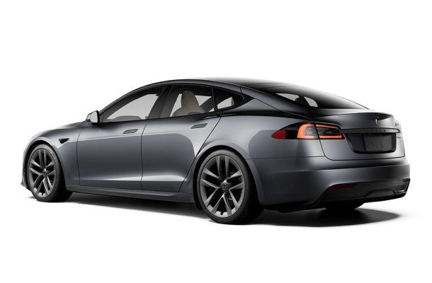 Za automobily Tesla je možné platit bitcoiny
