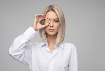 Lidé nakupují bitcoin víc než firmy, říká stude JPMorgan